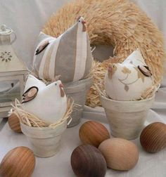 peso de porta galinha- gisele s-For the wooden eggs - .Hens on nestsCute neutral chickens- great for Easter.DIY - zrób to sam na Stylowi. Chicken Crafts, Chickens And Roosters, Easter Chickens, Deco Floral, Spring Crafts, Hens, Easter Crafts, Pin Cushions, Happy Easter
