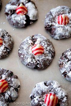 Festive Chocolate Candy Cane Kiss Cookies on sallysbakingaddiction.com Christmas Party Food, Christmas Mix, Christmas Sweets, Christmas Cooking, Christmas Goodies, Kiss Cookies, Yummy Cookies, Brownie Cookies, Sallys Baking Addiction