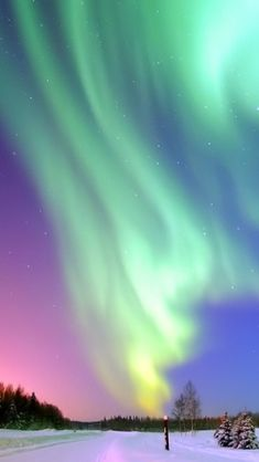 northern lights iPhone Wallpapers for Beautiful Sky, Beautiful Lights, Cool Iphone 5 Wallpapers, Northern Lights Wallpaper, Galaxy Wallpaper, Aurora Borealis, Mother Nature, Natural Beauty, Scenery