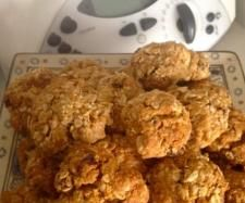 Recipe Bushwalker Biscuits - Healthy Lunchbox Treat by KrissyB, learn to make this recipe easily in your kitchen machine and discover other Thermomix recipes in Baking - sweet. Sweet Recipes, Snack Recipes, Snacks, My Favorite Food, Favorite Recipes, 5 Recipe, Backpacking Food, Tray Bakes, Biscuits