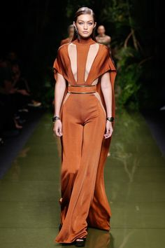 Balmain Spring 2017 Ready-to-Wear Fashion Show - Gigi Hadid (IMG)