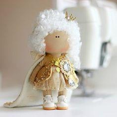 #шальнаяимператрица собственной персоны⭐️❤️ ——————————————— Скоро выложу пост с розыгрышем на эту девулю Doll Making Tutorials, Buy Fabric Online, Doll Tutorial, Fabric Dolls, Handmade Toys, Doll Clothes, Sewing Projects, Textiles, Gifts