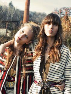 Usa i motivi grafici folk per cappe e mantelle. Osa con giacche da uniforme dall'aspetto vintage  -cosmopolitan.it