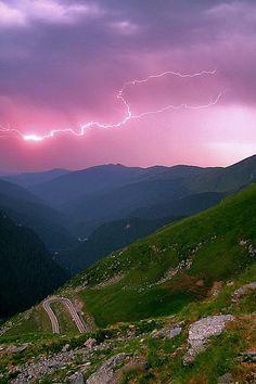 Transfăgărășan mountain highway, Romania, www.romaniasfriends.com