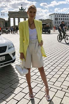 99 Captivating Street Style Spring Outfits Ideas To Copy Asap Short Outfits, Chic Outfits, Spring Outfits, Trendy Outfits, Fashion Outfits, Simple Outfits, Fashion Pants, 70s Fashion, Fashion Week