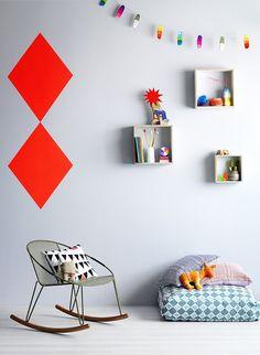 Cosy and fun, kids, children, room, decor, interior, modern, design, white, fresh, bright, colours, rocking chair, shelf, pillows