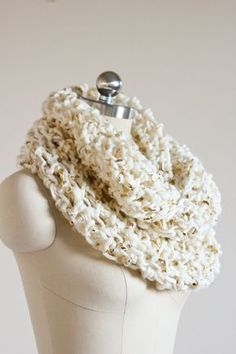 Fast, easy, and free infinity scarf crochet pattern. Great for beginners!