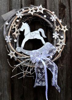 vánoční věnec s koníčkem