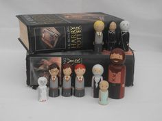 I am falling so in love with Peg People! The Potter collection wooden peg dolls by Erinnies on Etsy, Wood Peg Dolls, Clothespin Dolls, Wood Toys, Harry Potter Ornaments, Harry Potter Christmas Tree, Wooden People, Wooden Pegs, Felt Dolls, Diy Doll