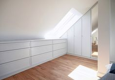 use all possible places as storage space to build wall cupboards bedroom storage Bedroom Storage Ideas For Clothes, Bedroom Storage For Small Rooms, Attic Bedroom Small, Attic Loft, Bedroom Loft, Bedroom Rustic, Wall Cupboards, Bedroom Cupboards, Loft Storage