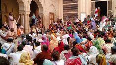 Dandavats Pranamas! Dia 31de outubro é o quinto dia doSri Vraja-mandala Parikrama 2015 e Kartika-vrata, os votos importantes realizados no mês de Kartika. Hojeforam visitados locais muitos espec…