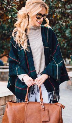 La bolsa de asas #winter #fashion / tela escocesa de la franja de Poncho + Crema + Camel cuello alto de piel
