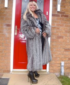 http://www.ebay.com/itm/NEW-SILVER-SAGA-CHRISTMAS-FOX-FUR-LONG-COAT-SIZE-M-L-ABSOLUTELY-GORGEOUS-/181931732578?hash=item2a5bf9ee62