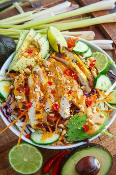 Espanpin - Thai Lemongrass Chicken and Avocado Salad with Spicy Peanut Dressing Recipe Vegetarian Recipes, Cooking Recipes, Healthy Recipes, Detox Recipes, Orzo Recipes, Summer Recipes, Lemon Grass Chicken, Spicy Lemongrass Chicken Recipe, Healthy Meal Prep