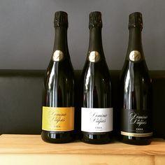 Por fin tenemos la gama completa de nuestras etiquetas diseñadas para las botellas de cava Dominio de los Duques que diseñamos para la bodega Pago de Tharsys. Así da gusto empezar la semana! :D