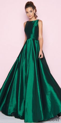 45dde4a6e32660 Look classic and stunning in the Sleeveless Bateau Neck Stretch Taffeta  Ball gown by Mac Duggal