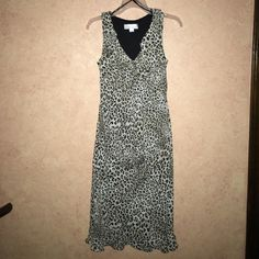 Leopard print chiffon dress with ruffle details This easy-to-wear leopard print chiffon dress by dressbarn is in excellent condition. Only worn once, doesn't fit me right. Super-comfy with ruffle detail around the neck & hem. Fully-lined and machine washable. Dress Barn Dresses Midi