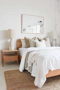 Scandinavian Interior Bedroom, Scandi Bedroom, Room Ideas Bedroom, Home Decor Bedroom, Bright Bedroom Ideas, Bedding Decor, Bedding Sets, Bedroom Furniture, Bedroom Inspiration Cozy