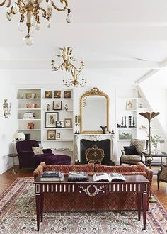 Here is a look at what makes the Haussmann-designed apartments so beautiful, and a selection of Parisian apartment inspiration. Paris Living Rooms, Living Room Images, Living Room Designs, Living Room Decor, Glamour Living Room, Decor Room, Bedroom Decor, Chic Apartment Decor, Design Apartment