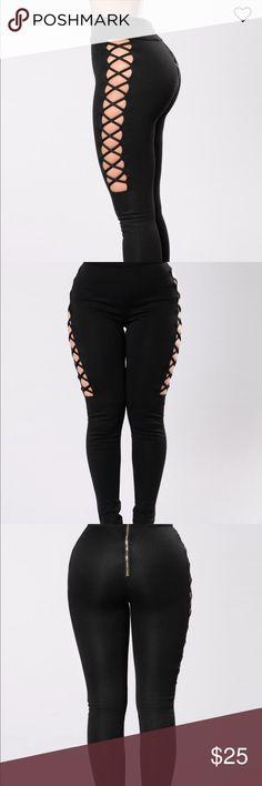 high waist leggings .. great side detail Never worn.. zip in the back .. side detail Fashion Nova Pants Leggings