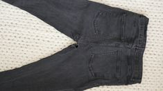 Comment recycler son jean troué en jupe ! (astuce zéro déchet à tester absolument)) Sons, Skinny Jeans, Grey, Fashion, How To Sew, Sewing For Beginners, Tutorial Sewing, Old Jeans Recycle, Holey Jeans