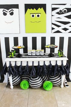 Mash Party Ideas with Target Monster Mash Party Ideas - Setting up the perfect kids Halloween Party!Monster Mash Party Ideas - Setting up the perfect kids Halloween Party! Diy Halloween, Halloween Theme Birthday, Halloween 1st Birthdays, Halloween Mignon, Table Halloween, Monster Birthday Parties, Halloween Party Games, Birthday Party Tables, Toddler Halloween