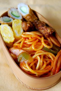 Tomato Ketchup Spaghetti (aka Neapolitan in Japan) Bento Lunch|ナポリタン弁当 Japanese Lunch, Japanese Dishes, Japanese Food, Bento Recipes, Healthy Recipes, Bento Kawaii, Bento Box Lunch, Aesthetic Food, I Love Food