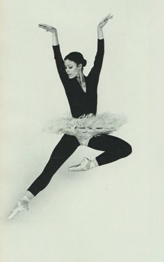 National Ballet of Canada- I met her once when I was little, I was so shy but I was so excited! Ballet Tutu, Ballet Dance, History Of Photography, Art Photography, Karen Kain, Dance Photos, Dance Pictures, Nureyev, Colors