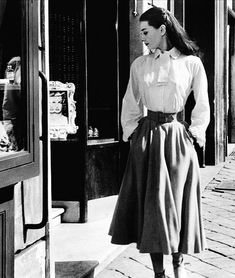"Audrey Hepburn in ""Roman Holiday"" (1953). Don't do it, Princess...the long hair is much more becoming!! (Too late.)"