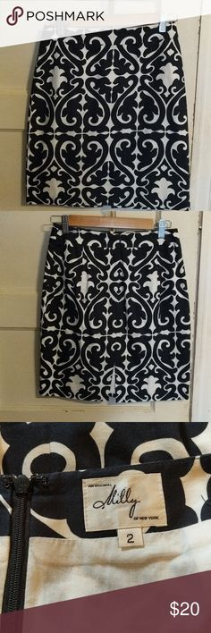 Black and white skirt Cute skirt with a black and white design. Very small slit in the back Skirts