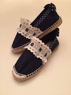 Esparteñas decoradas                                                                                                                                                      Más Espadrilles, Espadrille Shoes, Shoes Sandals, Sock Shoes, Cute Shoes, Me Too Shoes, Shoe Makeover, Creative Shoes, Millinery Hats