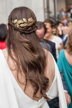 Want braids in your bridal hairstyle? Indulge yourself with the most beautiful models that we p Pigtail Hairstyles, Headband Hairstyles, Pretty Hairstyles, Easy Hairstyles, Wedding Hairstyles, Princess Hairstyles, Bridal Hairstyle, Hair Accessories For Women, Bridal Hair Accessories