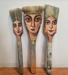 In the hands of the artist, used tea bags and old wooden brushes can all become artworks! - Page 24 of 27 - slleee Found Object Art, Found Art, Paint Brush Art, Paint Brushes, Art Sur Toile, Used Tea Bags, Wooden Brush, Recycled Art Projects, Baroque Art