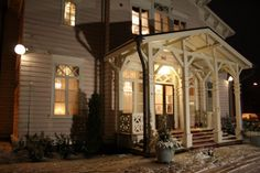 Entrance in winter at Turenki Railway Station Helsinki, Entrance, Restoration, Old Things, Mansions, House Styles, Building, Winter, Home Decor