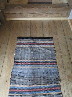 swedish (?) rag rug _ nice pattern __ via Ett gammalt timmerhus