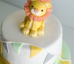 Layer cake with lion fondant decorate. www.tekila.fi