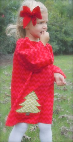 GREAT FOR CHRISTMAS toddler-girls long sleeve red chevron dress with green tree applique