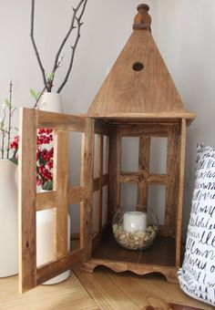 Best of Home and Garden: DIY Wooden Lantern 38 Cheap Minimalist Decor Ideas That Will Inspire You This Summer – Best of Home and Garden: DIY Wooden Lantern Source Wooden Lanterns, Hanging Lanterns, Candle Lanterns, Diy Lantern, Wood Projects, Woodworking Projects, Light Up Canvas, Diy Holz, Wooden Diy