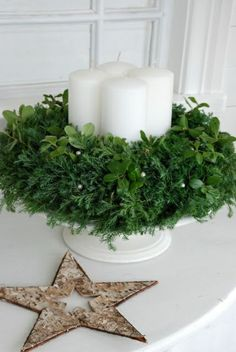 Kränze fir tree branches advent wreath pictures candles Understanding A Childs Fears And Anxieties A Christmas Advent Wreath, Christmas Hearts, Nordic Christmas, Christmas Candles, Noel Christmas, Green Christmas, Winter Christmas, All Things Christmas, Christmas Lights