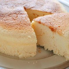 Also called Cotton Cheesecake, Japanese Cheesecake is light, fluffy, moist and less sweet than any other cheesecakes. And it is not difficult to make. Cheesecake Recipes, Cookie Recipes, Dessert Recipes, Crockpot Recipes, Chicken Recipes, Dinner Recipes, Japanese Cotton Cheesecake, Graham, Recipe Tin