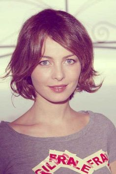 Violante Placido Short Bob Haircuts with Open Brown Hair