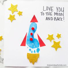 """This footprint rocket craft is perfect to make for Father's Day! Kids will love making their own rocket to add to the saying """"I Love You to the Moon and Back"""" or """"You're Out Of This World Dad"""". Free Fathers Day Cards, Kids Fathers Day Crafts, Fathers Day Art, Happy Fathers Day, Fathers Day Gifts, Gifts For Kids, Grandparent Gifts, Diy Father's Day Gifts, Father's Day Diy"""