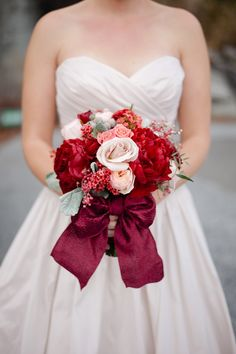 love the pastel-y tones combined with the reds in this wedding bouquet
