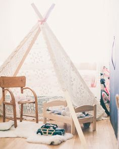 A CUP OF JO: Motherhood Mondays: DIY teepee for a child
