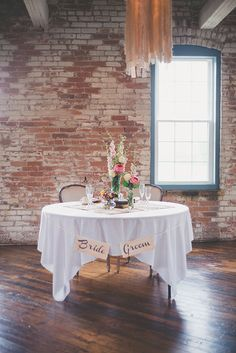 sweetheart table ideas - this looks cheap/simple but so cute