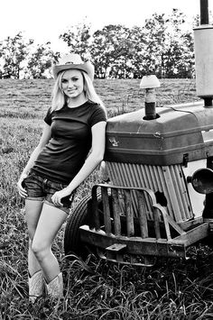 ( 2016 ) ☞ HOT ROD and THE BEAUTIFUL COUNTRY GIRL...Black & White with Hues.