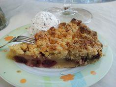 Ideal für jeden Kaffeeklatsch: ein Kirschkuchen. Zum Aufpeppen mit Apfel dazu. Oft wird dieser Kuchen auf dem Blech gemacht, aberdaichkein ganzes Blech