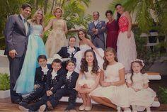 #Video #BodaAnahi @Anahi y @VelascoM_ contraen matrimonio checa la historia de amor aquí => http://t.co/qa28Cak8dx