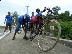タイヤトラブルも任せてください! バングラデシュを心地よくライドいただけるよう、日本に負けない『おもてなし』でお待ちしています。 #bikeride http://bangladesh.cog-way.net/