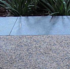24 Ideas Aggregate Concrete Patio Ideas For 2019 Exposed Aggregate Driveway, Concrete Driveways, Smooth Concrete, Exposed Concrete, Driveway Landscaping, Driveway Ideas, Walkway Ideas, Terrazo, Concrete Finishes